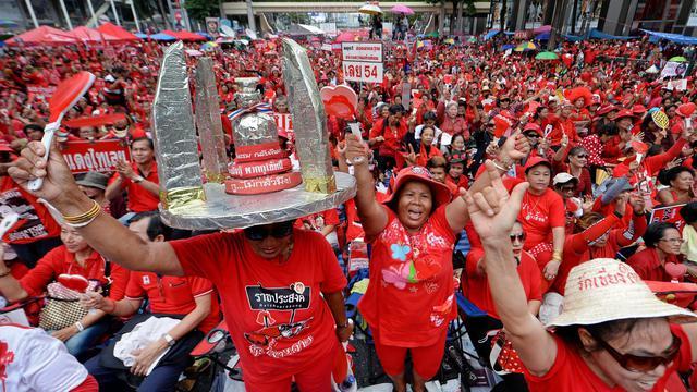 """Des militants du mouvement des """"chemises rouges"""" rassemblés à Bangkok le 19 mai 2013 [Pornchai Kittiwongsakul / AFP]"""