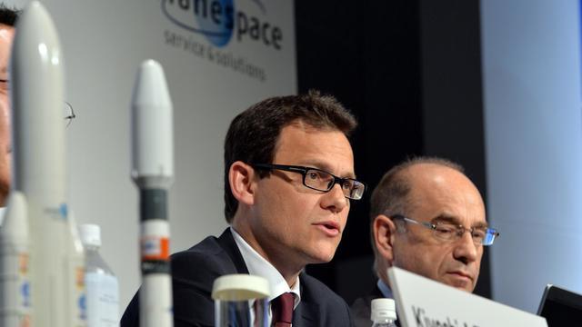Le PDG d'Arianespace, Stéphane Israël (g), lors de sa conférence de presse à Tokyo, le 21 mai 2013 [Yoshikazu Tsuno / AFP]