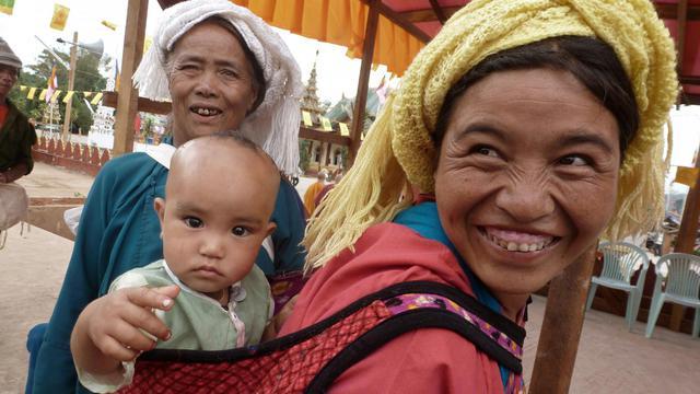 Une femme Wa participe le 24 mai 2013 à une cérémonie religieuse dans la ville de Mangpan, dans l'été du Shan, au nord-est de la Birmanie [Hla Hla Htay / AFP]