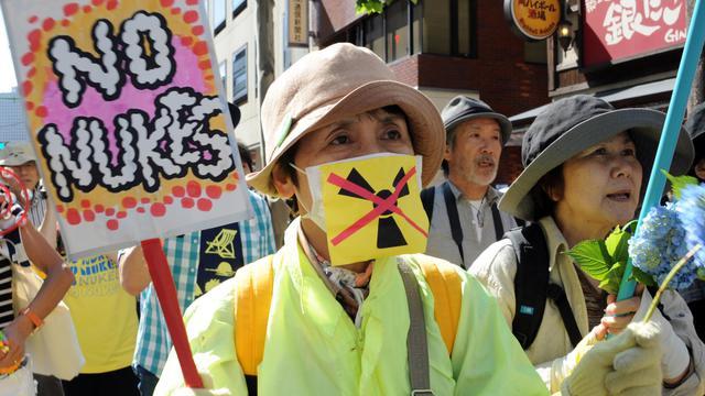 Une manifestante anti-nucléaire participe à un rassemblement le 2 juin 2013 à Tokyo [Rie Ishii / AFP]