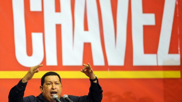 """A près d'un mois de la présidentielle du 7 octobre au Venezuela, Hugo Chavez a brandi la menace d'une """"guerre civile"""" en cas de défaite, un changement de ton qui traduit la volonté du président sortant de convaincre les nombreux indécis, selon les analystes.[AFP]"""
