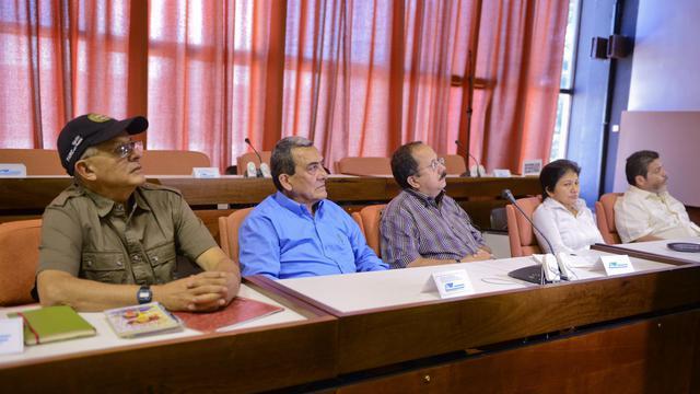 Après un demi-siècle cachée dans les montagnes de Colombie, la guérilla des Farc tente de se convertir en mouvement politique, une mue qui devra encore convaincre l'opinion, en cas de succès des négociations de paix prévues à partir d'octobre en Norvège puis à Cuba. [AFP]