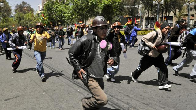 Des mineurs manifestent à La Paz, le 18 septembre 2012, pour protester contre le gouvernement du président Evo Morales. [Aizar Raldes / AFP]