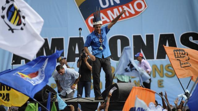Le candidat de l'opposition Henrique Capriles lors d'un meeting, le 1er octobre 2012 à Puerto Ayacucho, capitale de l'État d'Amazonas [Leo Ramirez / AFP]
