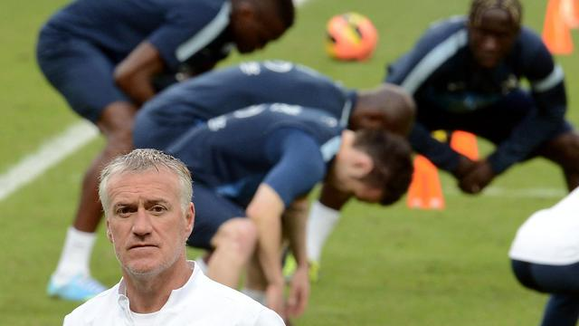 Le sélectionneur de l'équipe de France Didier Deschamps lors d'un entraînement le 8 juin 2013 à Porto Alègre [Franck Fife / AFP]