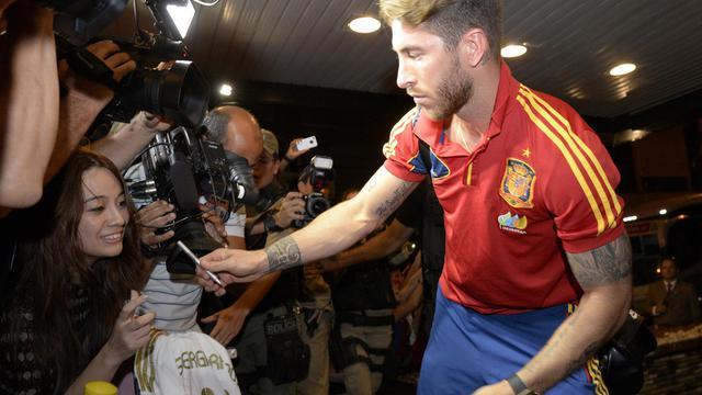 Le joueur espagnol Sergio Ramos à son arrivée à l'hotel de Recife au Brésil le 12 juin 2013 [Lluis Gene / AFP]