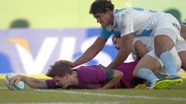 L'Anglais Freddie Burns inscrit un essai contre l'Argentine en test-match, le 15 juin 2013 à Buenos Aires [Juan Mabromata / AFP]