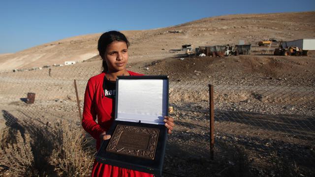C'est la destruction par des soldats israéliens des maisons de sa communauté bédouine qui a inspiré Salha Hamadin. Le conte de cette adolescente de 14 ans qui reflète la dure réalité de la vie quotidienne en Cisjordanie a gagné le prix Hans Christian Andersen.[AFP]