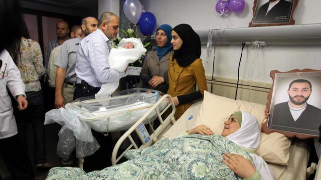 Un Palestinien emprisonné à vie est devenu l'heureux père d'un petit garçon après avoir réussi à faire passer, à l'insu de ses gardes israéliens, un échantillon de son sperme à son épouse, selon sa famille.[AFP]