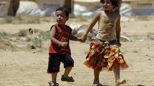 Chaleur étouffante, poussière, manque d'électricité et parfois même harcèlement sexuel: les réfugiés syriens qui ont fui les violences dans leur pays sont confrontés à un rude quotidien sous les tentes de l'immense camp jordanien de Zaatari.[AFP]