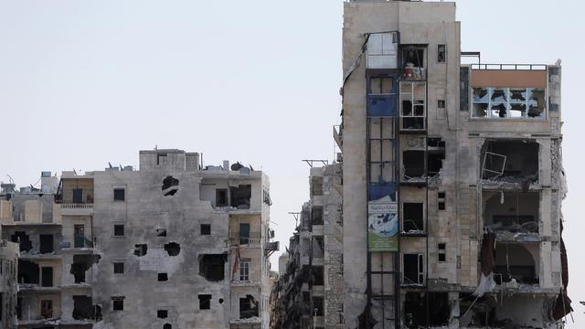 De violents combats faisaient rage jeudi matin dans la banlieue sud-est de Damas, alors que des bombardements visaient des positions rebelles à travers le pays, notamment à Alep (nord), a rapporté l'Observatoire syrien des droits de l'Homme (OSDH).[AFP]