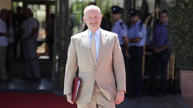 Le chef de la diplomatie britannique William Hague a appelé vendredi l'Union européenne à renforcer ses sanctions contre l'Iran du fait du blocage des négociations sur le programme nucléaire controversé de Téhéran. [AFP]