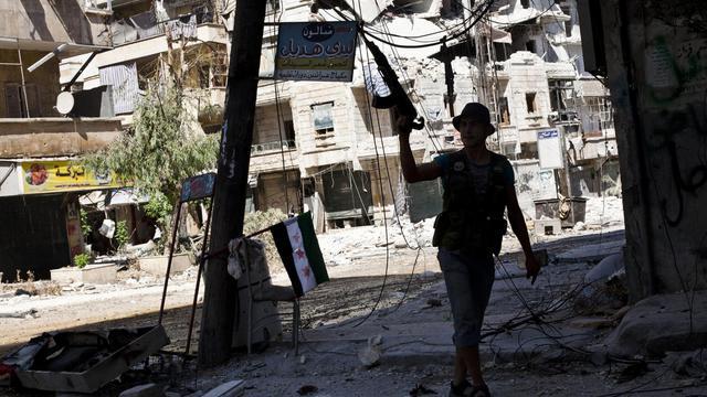 L'armée syrienne a repoussé samedi après environ vingt heures de combats une attaque des rebelles contre un caserne à Alep (nord), alors que des bombardements avaient lieu à Damas, Deraa (sud) et Boukamal (est). [AFP]