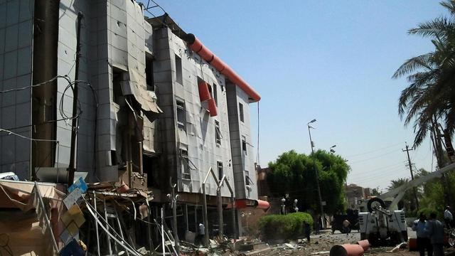 Au moins 56 personnes ont péri samedi et dimanche en Irak et près de 300 autres ont été blessées dans une série d'attentats ayant notamment touché le consulat honoraire de France à Nassiriya, au sud de Bagdad. [AFP]