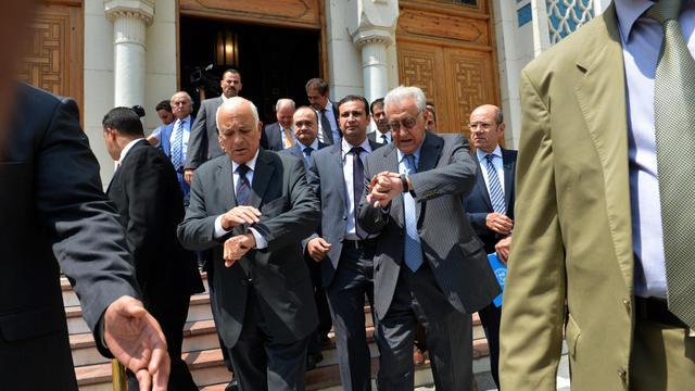 Le secrétaire général de la Ligue arabe  Nabil al-Arabi et l'émissaire international Lakhdar Brahimi le 10 septembre 2012 au Caire [Khaled Desouki / AFP/Archives]