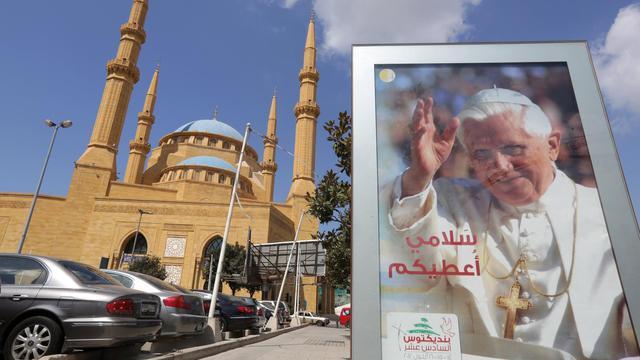 """Benoît XVI a lancé mercredi un appel à """"la paix tant désirée"""" au Proche- et Moyen-Orient, """"dans le respect des légitimes différences"""", lors de son audience générale hebdomadaire au Vatican à deux jours de sa visite au Liban. [AFP]"""