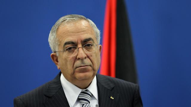 Le Premier ministre palestinien Salam Fayyad a tenté mardi d'obtenir un répit face à la grogne sociale qui agite la Cisjordanie depuis une semaine en promettant une baisse du prix de l'essence et de la TVA, jugée insuffisante par les syndicats. [AFP]
