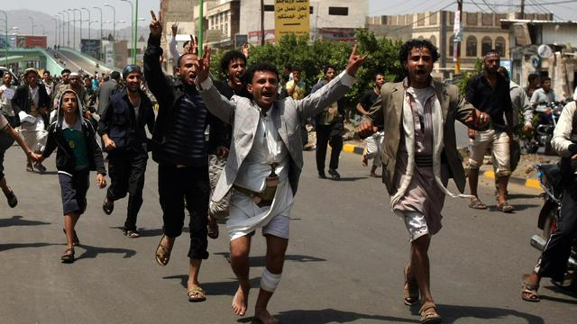 Un Yéménite a été tué et cinq blessés par des tirs de la police qui repoussait, pour la deuxième fois jeudi, des manifestants tentant de prendre d'assaut l'ambassade américaine à Sanaa, selon une source des services de sécurité. [AFP]