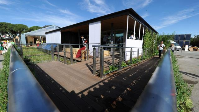La maison solaire présentée par l'université japonaise de Chiba, le 13 septembre 2012 à Madrid [Dominique Faget / AFP]