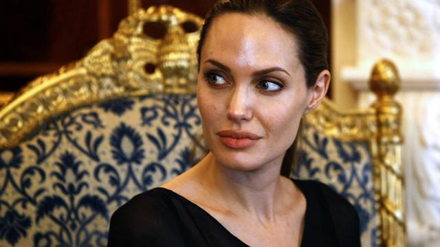 L'actrice américaine Angelina Jolie lors de son déplacement au Kurdistan iraklien pour le compte du HCR, le 16 septembre 2012 [Safin Hamed / AFP]