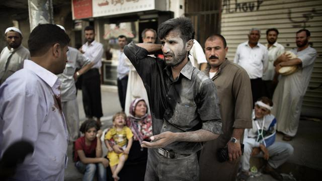 Le survivant d'une frappe aérienne arrive dans un hôpital d'Alep, en Syrie, le 18 septembre 2012 [Marco Longari / AFP]
