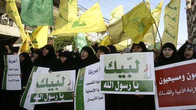Des partisans du Hezbollah manifestent dans la ville de Tyr, au sud du Liban, le 19 septembre 2012 [Mahmoud Zayyat / AFP]