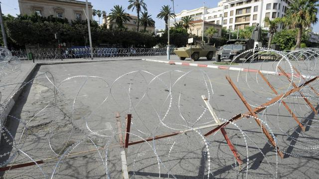 Les mesures de protection devant l'ambassade de France à Tunis, le 20 septembre 2012 [Fethi Belaid / AFP]