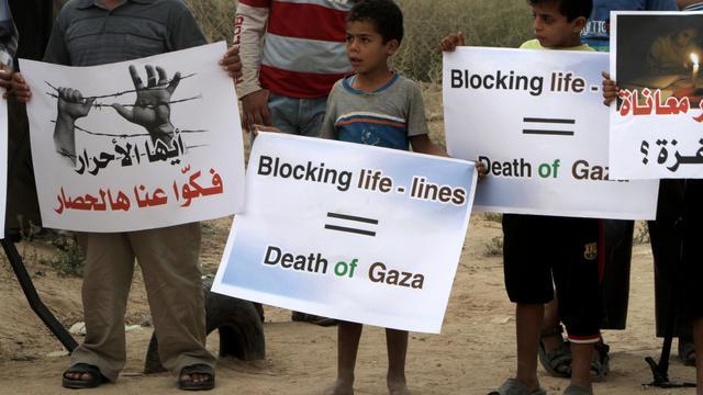 Des Palestiniens manifestent contre la fermeture de tunnels vers l'Egypte, à Rafah, dans la bande de Gaza, le 30 septembre 2012 [Said Khatib / AFP]