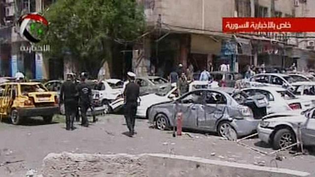 Capture d'écran d'une vidéo retransmise par la télévision syrienne d'un attentat le 30 avril 2013 à Damas [ / Télévision syrienne/AFP]