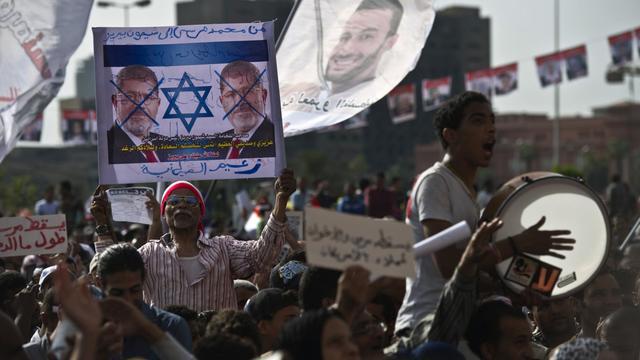 Des manifestants se retrouvent le 17 mai 2013 dans les rues du Caire pour dénoncer la présidence de Mohamed Morsi [Khaled Desouki / AFP]