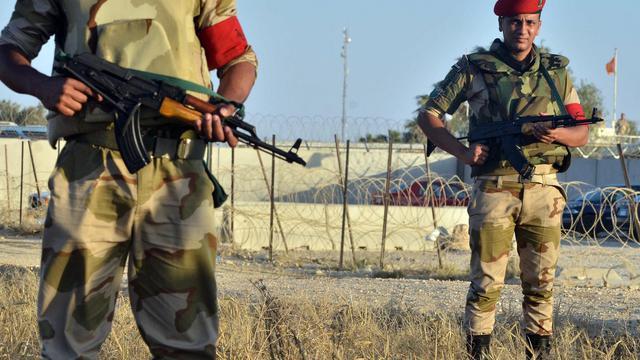 Soldats égyptiens le 21 mai 2013 à la frontière entre la bande de Gaza et l'Egypte [Mohamed el-Shahed / AFP]