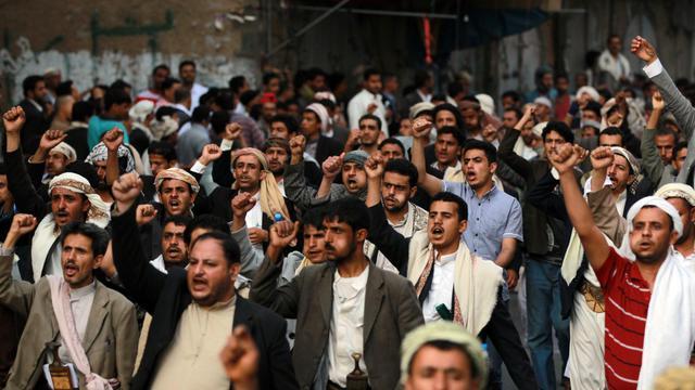Des chiites zaïdites manifestent devant le siège de la Sécurité nationale, le 10 juin 2013 à Sanaa [Mohammed Huwais / AFP]