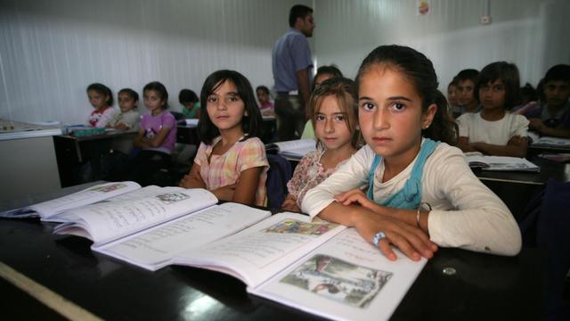 Des enfants syriens vont en classe dans le camp de réfugiés de  Domiz, au Kurdistan irakien, le 29 mai 2013 [Safin Hamed / AFP]