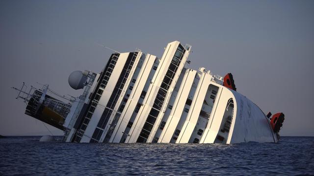 Photo du Costa Concordia prise le 14 janvier 2012 après le naufrage du paquebot de croisière près de l'île du Giglio, en Italie [Filippo Monteforte / AFP/Archives]