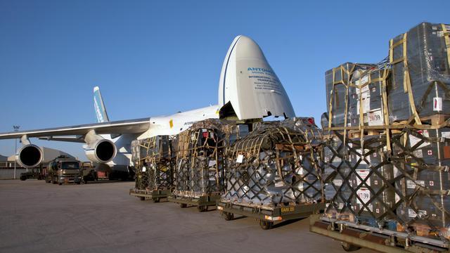 Un avion cargo Antonov 124 transportant du matériel destiné à la mise en place d'un groupement médico-chirurgical français à la frontière jordano-syrienne a décollé samedi de la base aérienne d'Istres (Bouches-du-Rhône), et sera suivi par un autre avion dimanche matin, a indiqué à l'AFP l'Etat-major des armées.[EMA]