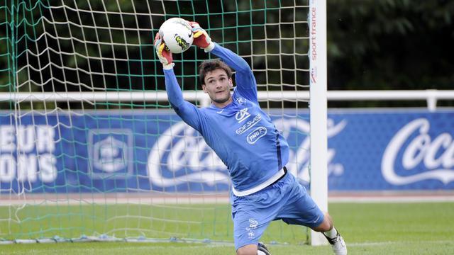 Le gardien Hugo Lloris, capitaine des Bleus à l'Euro-2012, portera le brassard de l'équipe de France contre l'Uruguay, mercredi au Havre lors du premier match du nouveau sélectionneur Didier Deschamps, a indiqué mardi l'encadrement.[AFP]