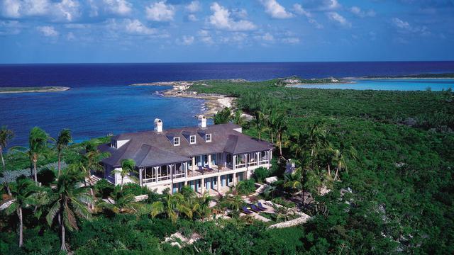 Cédée récemment pour 60 millions d'euros, l'île seychelloise d'Arros, ancienne propriété de la milliardaire française Liliane Bettencourt, est loin d'être représentative du marché mondial des îles privées, beaucoup plus abordable qu'il n'y paraît.[Musha Cay]