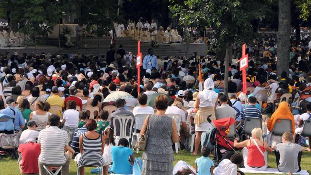 Les catholiques français ont prié mercredi, fête de l'Assomption.