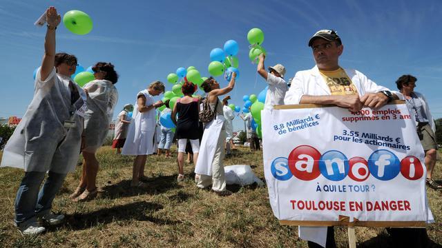 Le personnel du groupe pharmaceutique Sanofi à Toulouse a manifesté jeudi pour montrer sa détermination à poursuivre, même en plein été, la lutte contre le projet de restructuration qui menace le site, a constaté un journaliste de l'AFP.[AFP]