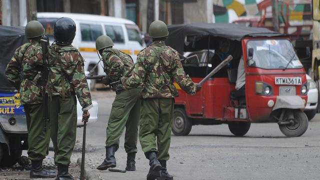 Au moins 32 personnes ont été tuées dans l'attaque lundi, par 300 membres d'une communauté rivale, d'un village du district rural de Tana River, dans le sud-est du Kenya, théâtre en août d'un des pires massacres ethniques de ces dernières années au Kenya, a annoncé un membre la Croix-Rouge. [AFP]