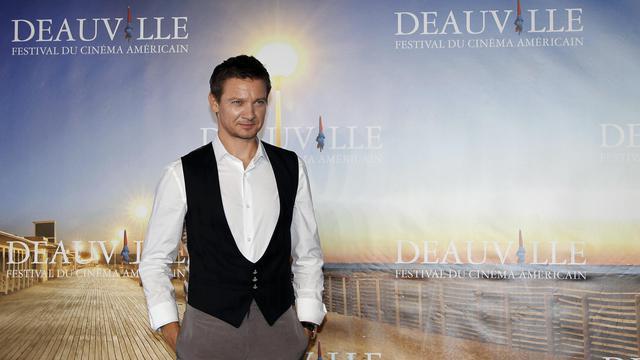 """Sans l'acteur Matt Damon, mais toujours avec des scènes d'action à couper le souffle, la saga des Jason Bourne fait son retour sur les écrans avec """"Jason Bourne l'héritage"""" présenté samedi en avant-première française au Festival du cinéma américain de Deauville.[AFP]"""