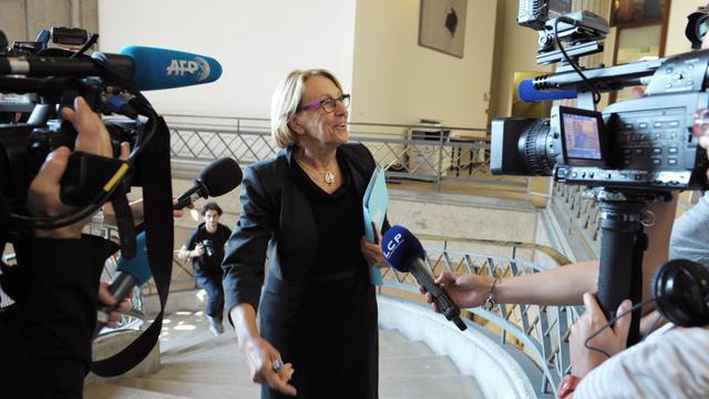 """La ministre de la Fonction publique Marylise Lebranchu a annoncé mardi l'ouverture début octobre d'une discussion avec les syndicats sur les carrières et les rémunérations des fonctionnaires, tout en prévenant qu'""""il faudra être réaliste"""".[AFP]"""
