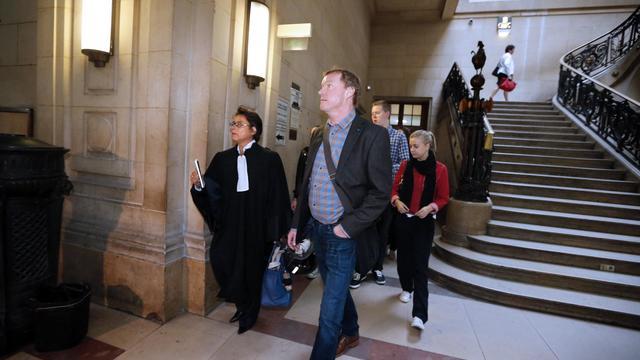 """""""Ma scolarisation s'est faite en prison, madame le juge..."""" Remis de son malaise de la veille, volubile et à l'aise, Bruno Cholet a retracé mercredi son parcours de délinquant multirécidiviste devant la cour d'assises de Paris, qui le juge pour le meurtre d'une étudiante suédoise.[AFP]"""