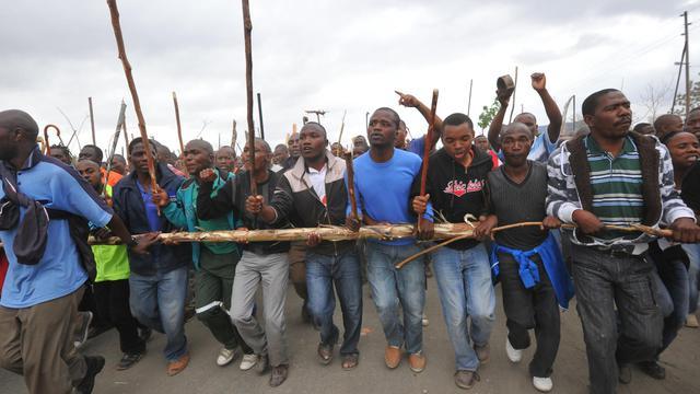 Les représentants des grévistes non-syndiqués et le petit syndicat AMCU à l'origine du conflit meurtrier de Marikana ont refusé de s'associer à un accord direction-syndicats majoritaires prévoyant la reprise du travail dans la mine sud-africaine, ont indiqué des protagonistes à l'AFP jeudi.[AFP]