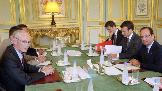 """La France attache une """"très grande importance"""" aux travaux du président de l'Union européenne Herman van Rompuy qui doit rendre d'ici à la fin de l'année un rapport sur l'approfondissement de l'Union économique et monétaire, a déclaré l'Elysée mercredi dans un communiqué.[POOL]"""