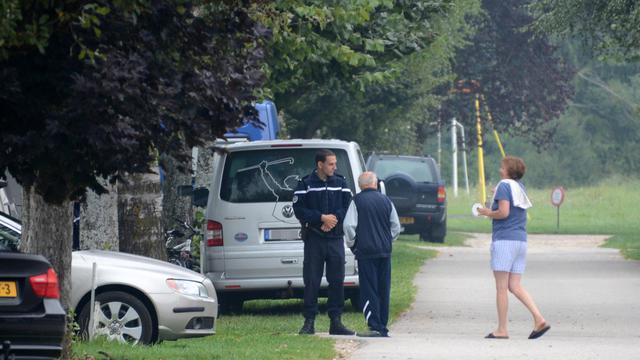 """Les vacanciers du camping de Haute-Savoie où séjournait une famille britannique visée par une fusillade ayant fait quatre morts et une blessée grave se disaient """"choqués"""" jeudi matin. [AFP]"""