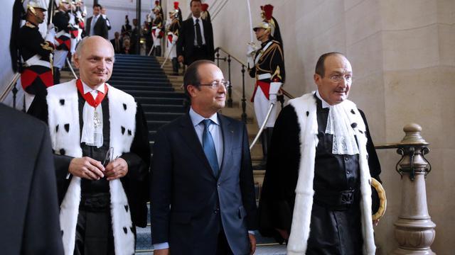 """Le président François Hollande a déclaré vendredi qu'un Haut Conseil des finances publiques serait créé, auprès de la Cour des comptes, pour """"assurer le suivi"""" de la politique budgétaire du gouvernement. [POOL]"""