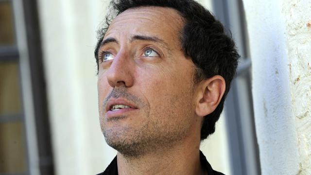 """Gad Elmaleh, comique réputé pour ses nombreux sketches et son rôle fétiche de Chouchou, un travesti homosexuel, est la vedette du dernier film de Costa Gavras, """"le Capital"""", dans le rôle inattendu d'un banquier sans scrupules. [AFP]"""