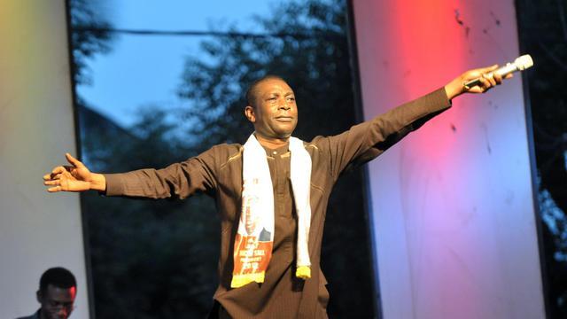Le chanteur Youssou Ndour, nommé en avril ministre de la Culture du Sénégal, a retrouvé la scène dans la nuit de samedi à dimanche à Dakar le temps d'un concert en faveur des victimes des inondations, animé avec 3 autres ténors de la musique sénégalaise: Ismaël Lô, Omar Pène et Thione Seck. [AFP]