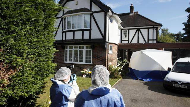 Deux balles dans la tête chacune: l'autopsie des quatre victimes de la tuerie dans les Alpes françaises a révélé l'acharnement du ou des tueurs aux enquêteurs dans l'attente des résultats de la perquisition de la maison de la famille al-Hilli et d'auditions outre-Manche. [AFP]